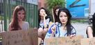 Aksi Protes Model Seksi China Bergaya Pengemis