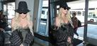 Kesha Pakai Lingerie Seksi di Bandara Los Angeles