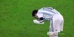 VIDEO: Lawan Rumania, Lionel Messi Muntah di Lapangan