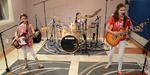 3 Gadis Cantik Cover Lagu Metallica 'Enter Sandman'