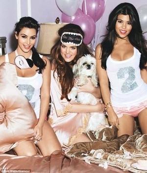 Kim Kardashian Berpose Seksi Di Majalah Glamour