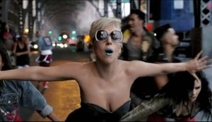 Lady GaGa Topless di Marry The Night