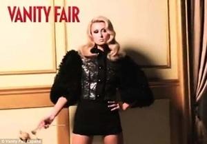 Behind the Scenes! Paris Hilton Tampil Glamour & Seksi Untuk Majalah Vanity Fair