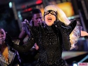 Penampilan Manggung Lady GaGa di Pesta Tahun Baru