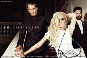 Seksinya, Lindsay Lohan Berpose Untuk Desainer Philipp Plein