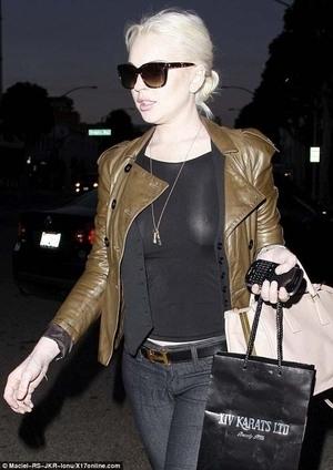 Ups, Puting Payudara Lindsay Lohan Terlihat