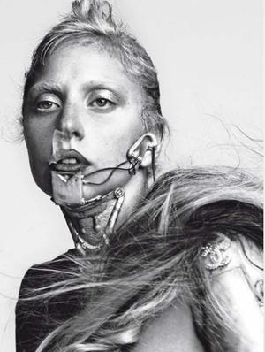 Lady GaGa Jadi Robot Topless di L'Uomo Vogue