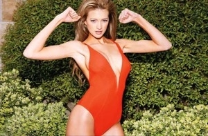 Model Kylie Bisutti Berpose Nakal di Majalah Maxim