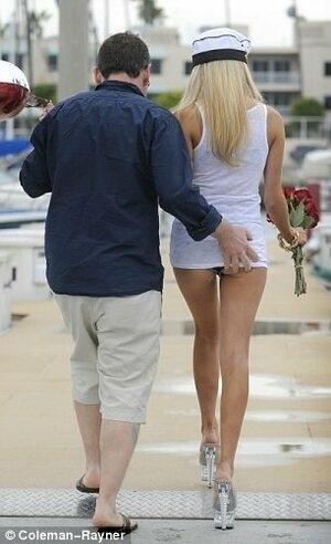 Valentine Mesra Courtney Stodden dan Doug Hutchison