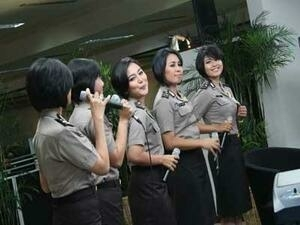 5 Polwan Jadi Anggota Girlband