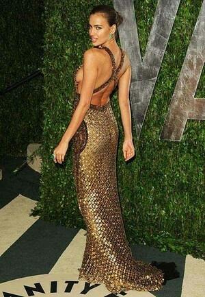 Irina Shayk dan Jennifer Lopez Tampil Hot di Vanity Fair Oscar Party