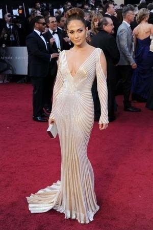 Payudara Jennifer Lopez Hampir Terlihat di Oscar