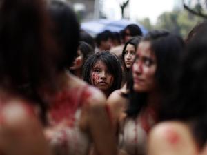250 Wanita Telanjang dan Berlumuran Darah Demi Banteng di Meksiko