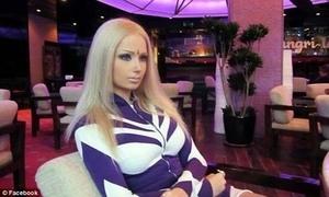 Wanita Rusia Ini Berpenampilan Layaknya Barbie Dunia Nyata