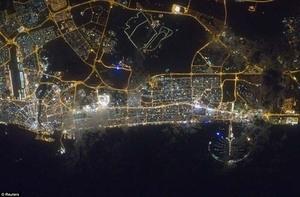 Gedung Pencakar Langit Dubai Menembus Awan