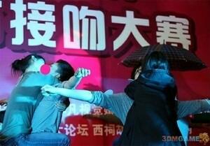 Hah! Ada Kontes Ciuman dengan Gaya Unik di China