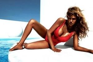 Berbikini, Kate Upton Tampil Super Seksi di Vogue
