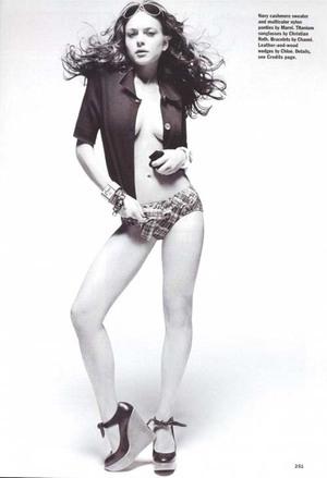 Pose Seksi Lindsay Lohan Sebelum Kecanduan Narkoba dan Alkohol di Allure