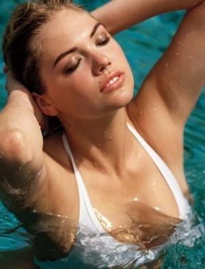 Kate Upton Tampil Topless di Majalah Vogue Jerman