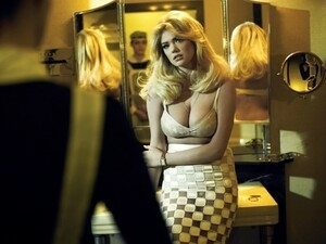 Pose Hot Kate Upton Penuhi V Magazine