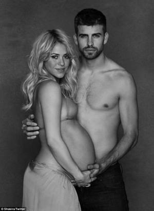 Demi Amal, Shakira Umbar Perut Hamilnya