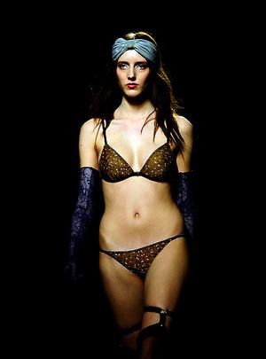 Penampilan Seksi para Model Cantik di Barcelona Fashion Show