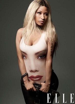 Nicki Minaj Kembali Pamer Belahan Payudara di ELLE