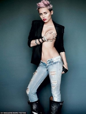 Miley Cyrus Topless di V Magazine