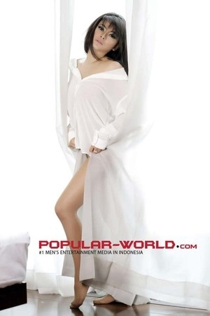 Foto Seksi Vitalia Sesha di Majalah POPULAR