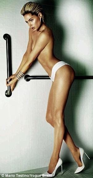 Doutzen Kroes Topless di Vogue Brasil