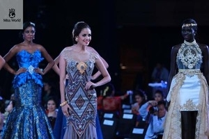 Cantiknya 10 Finalis Top Model Miss World 2013 dengan Gaun Khas Indonesia