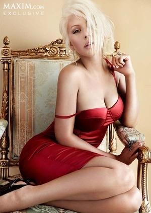 Pose Seksi Christina Aguilera di Majalah Maxim