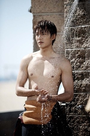 Tampil Topless, Lee Min Ho Pamer Tubuh Seksi di The Heirs