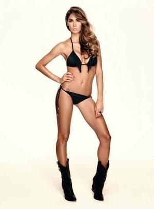 Kekasih Boateng, Melissa Satta Berpose Seksi dengan Bikini di Maxim Portugal