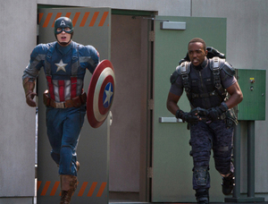 Foto Terbaru Captain America: The Winter Soldier, Aksi Captain America dan Falcon
