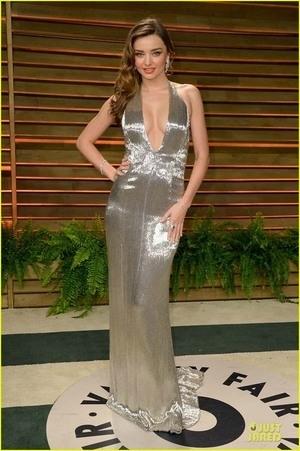 Miranda Kerr Seksi dan Glamor di Oscar 2014