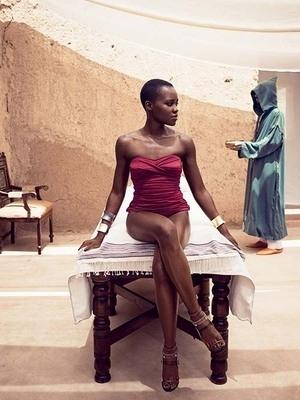 Pose Wanita Tercantik Lupita Nyong'O di Vogue