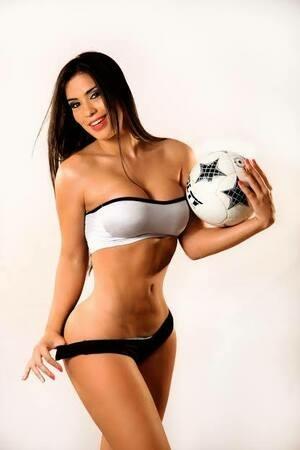 Model Seksi Paraguay Ikut Panaskan Piala Dunia 2104