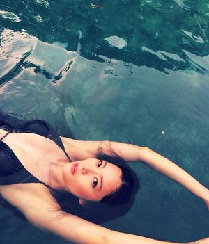 Liburan di Filipina, Artis Seksi Korea Clara Pamer Bikini