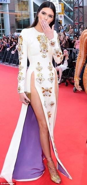 Kendall Jenner Seksi Tanpa Celana Dalam di MuchMusic Video Awards 2014