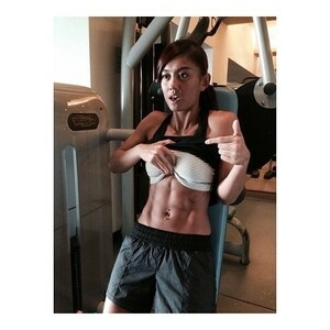 Perut Six Pack Agnes Monica