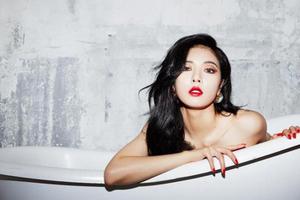 Pose Seksi HyunA di Bak Mandi untuk Teaser A Talk