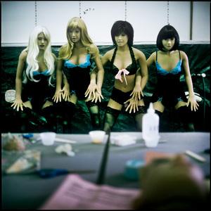 Foto Di Balik Pabrik Boneka Seks