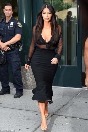 Polisi New York Tergoda Penampilan Seksi Kim Kardashian