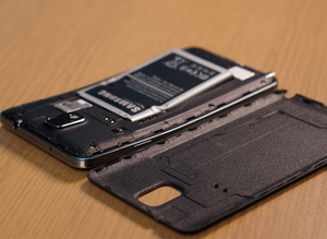 Bending Test: iPhone 6, HTC M8, LG G3 & Galaxy Note 3 Hancur