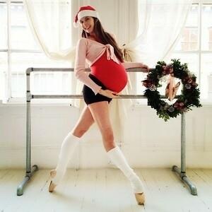 Foto Mary Helen Bower Tetap Balet Saat Hamil Besar