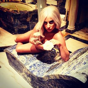 Foto Lady Gaga Setengah Bugil di Yunani