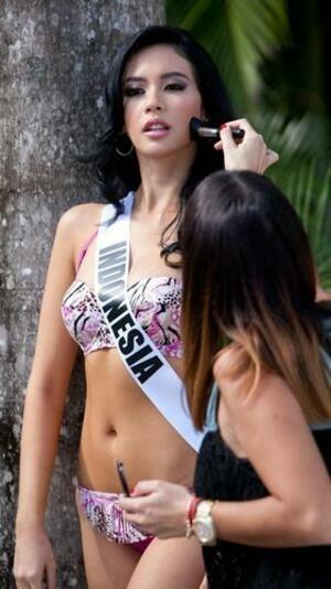 Balutan Bikini Seksi Kontestan Miss Universe 2015