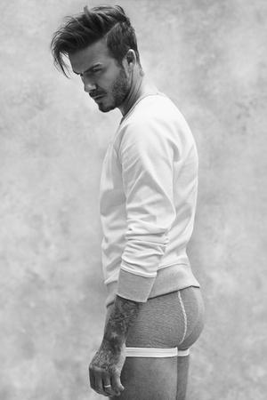 David Beckham Tampil Seksi & Macho Jadi Model H&M