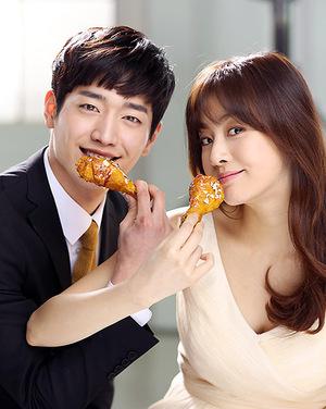 Kang Sora-Seo Kang Joon Mesra di Iklan Goobne Chicken